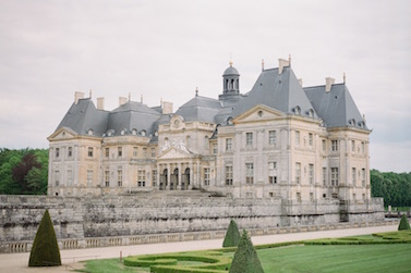 Photo of a french chateau captured at wedding in France planned by Fête in France