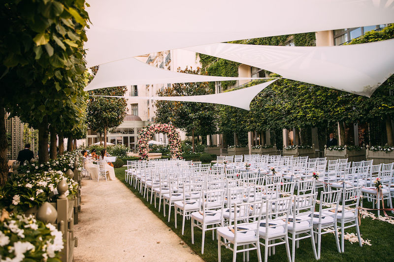 Ritz Paris outdoor wedding ceremony with Fête in France