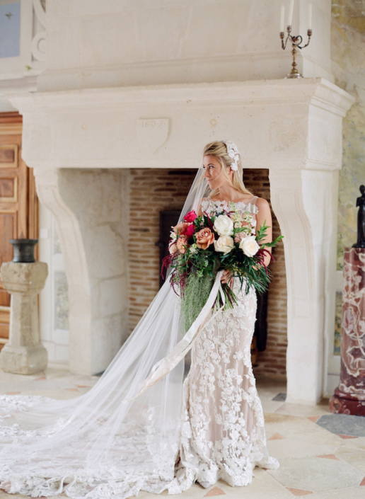 Mariée et son grand bouquet - Wedding planner France
