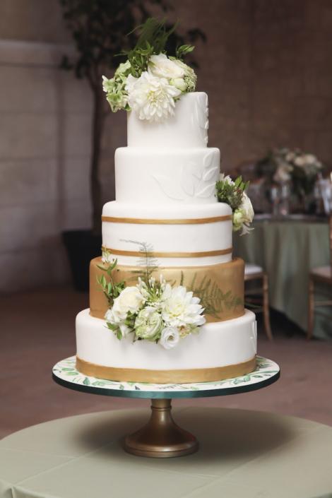 Pièce montée mariage blanc et or
