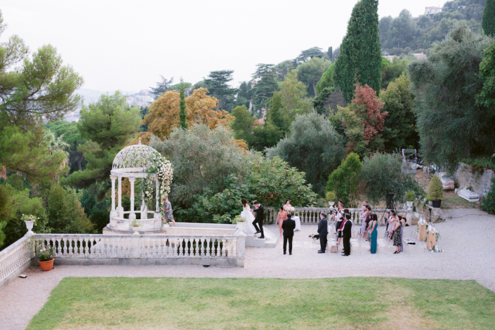 Outdoor wedding ceremony in the South of France planned by Fête in France