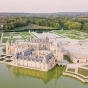 Wedding at the Château de Chantilly by American wedding planner in France